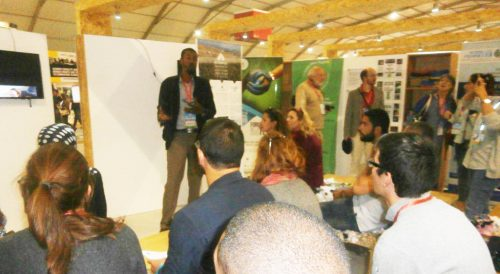 08 Novembre Side Event présentation du CIPA Pierre Rabhi dans le stand du Forum de la terre par Boujemaa gughlane responsable du-site de formations agroécologiques